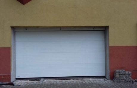 Montaż bramy garażowej segmentowej - Pabianice