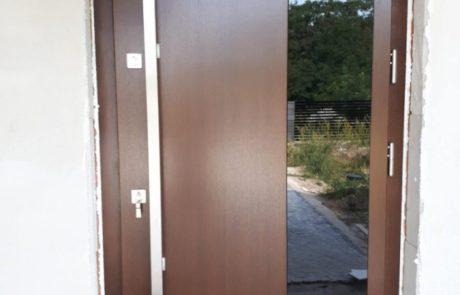 Montaż drzwi drewnianych Wiatrak - Sieradz