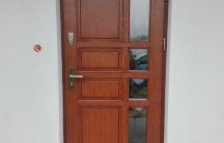 Montaż drzwi drewnianych - Łódź