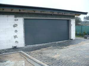 Montaż bramy garażowej segmentowej - Sieradz