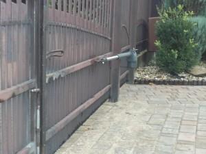 Montaż napędu dwuskrzydłowego tubowego do bram - Pabianice
