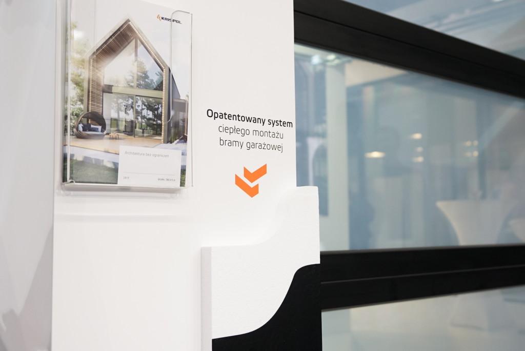 Premiera szklanej bramy na wystawie innowacji